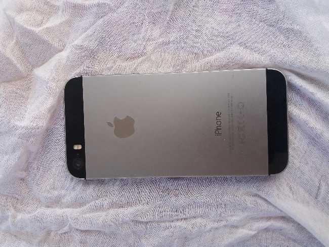 Iphone S5 أمريكية مزالت اجديدة