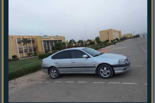 Avensis D4D 5 portes dédouanée et non immatriculée