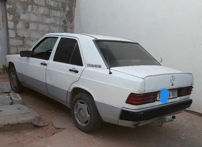 بيع سيارة من نوع 190 Mercedes